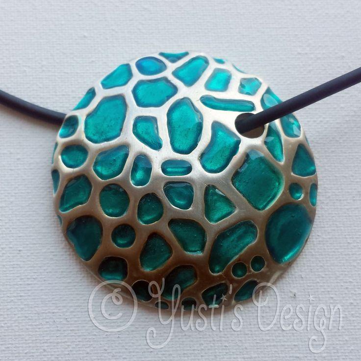 Zilverklei hanger met Acrylhars   Silver Clay pendant with Acrylic resin