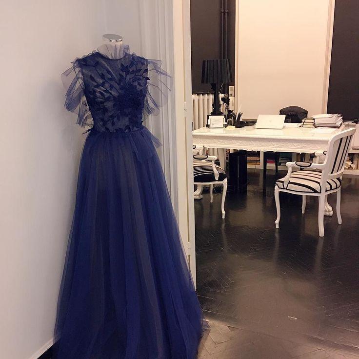 Good morning!  #insidetheatelier #fav #flagshipstore #dress #fall2017 #bluedress #decoration #blackandwhite