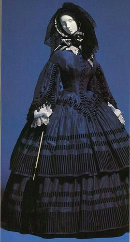 this is actually a bit pre - civil war, but it is amazing isn't it? midnight blue day dress, 1850-1860 Style is wrong but I love the color