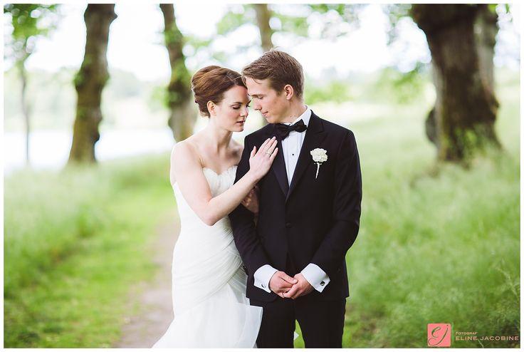 Quiet moment - Bride and groom at Bogstad Gård // Brud og brudgom på Bogstad Gård