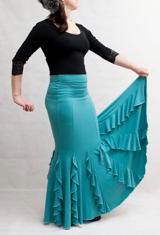 Flamenco Practise Skirt, with gather yoke waist. Fitted at the hips and wide at the bottom. Finished with vertical ruffles. An original skirt