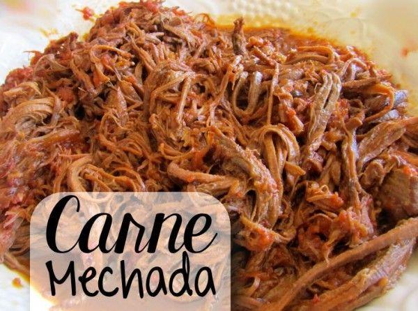 Carne mechada is nog zo'n juweeltje dat we van onze Zuiderburen hebben overgenomen. De Venezolanen maken dit gerecht al eeuwenlang en ook op de Antillen is het inmiddels méér dan ingeburgerd. Bij elke truk'i pan kun je inmiddels een heerlijk broodje carne mechada kopen. Ook geserveerd met rijst of funchi is het een heerlijke maaltijd. …