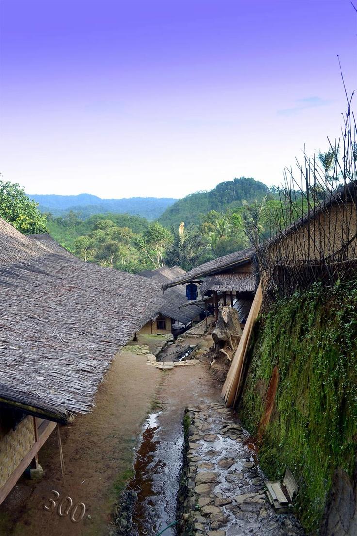 Baduy Dalam, jarak yang kami tempuh sekitar 12 km, dengan lama tempuh kalau santai kira kira 4-5 jam.