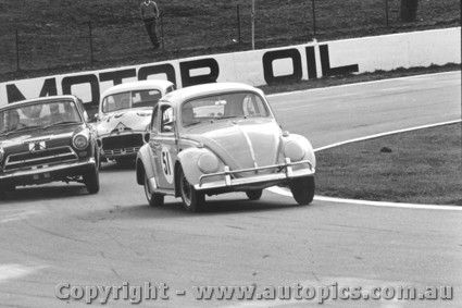 Ann Ross - Volkswagen VW - Oran Park 1967 - AUTOPICS