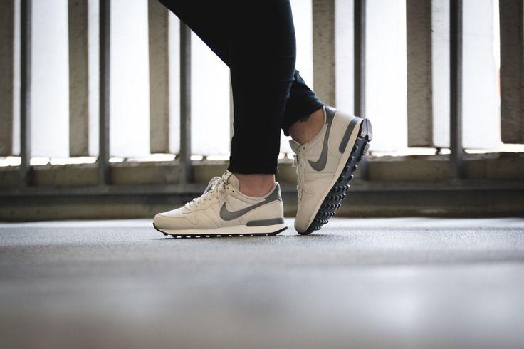 Nike - WMNS Internationalist (grau / weiß) - 828407-009
