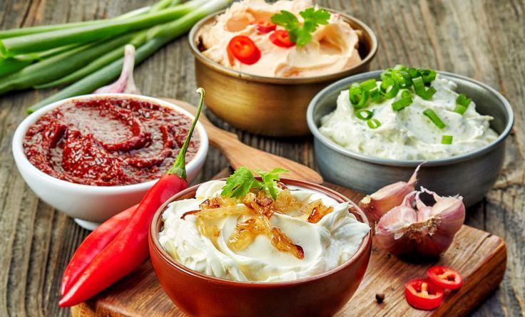 Scoprite 10 salse veloci da preparare in un minuto per dare gusto e profumo ai vostri antipasti e alle vostre tartine dell'aperitivo!