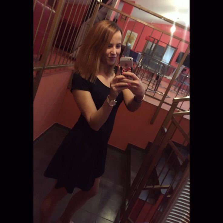 Konečně za bar  #friday#funday#work#weekend#worktime#waitress#girl#czechgirl#ginger#gingerhair#black#dress#selfie#mirror#mirrorselfie#pizzeria#restaurant#letsgo#instagram#instalike#like4like#followme#bye#kiss