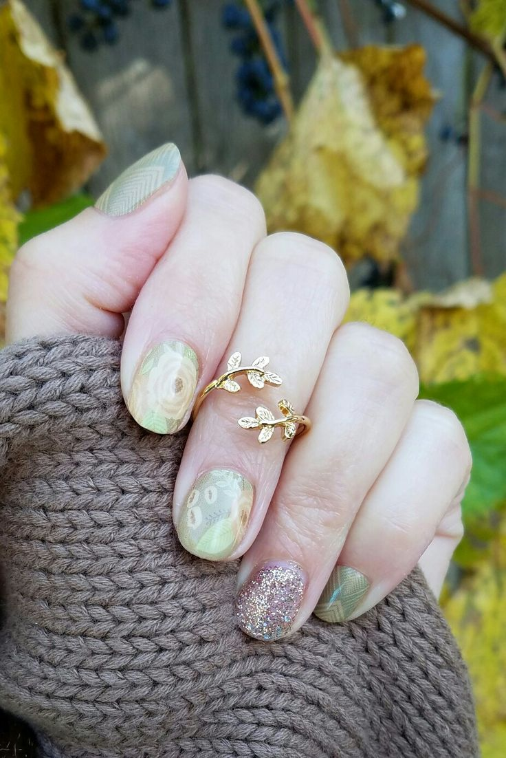 Jamberry NAS manicure. The perfect pair . #jamberry #manicure #pedicure #selfcare #naswrap #nailart #naillacquer #peachmanicure #artdeco