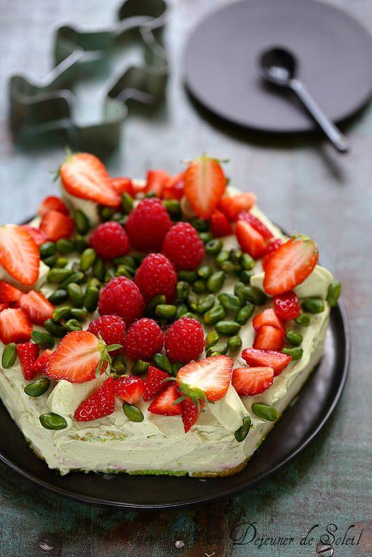 Un dejeuner de soleil: Gâteau à étages framboise pistache