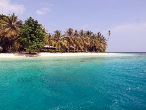 Cubadak Island, Sumatra Barat. Foto dari @dwiiseptianii