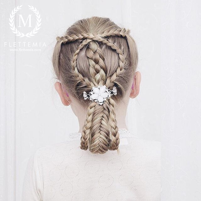 """Emmas frisyre i dag: halvt franske fletter, firerflette og hestehale med treerfletter og fiskebeinsflette Hårklype fra @glitternorge / Emmas hairstyle today: French lace braids, four strand braid and ponytail with three strand braids and a fishtail braid Hair clip from #glitternorge"" Photo taken by @flettemia on Instagram, pinned via the InstaPin iOS App! http://www.instapinapp.com (01/26/2016)"