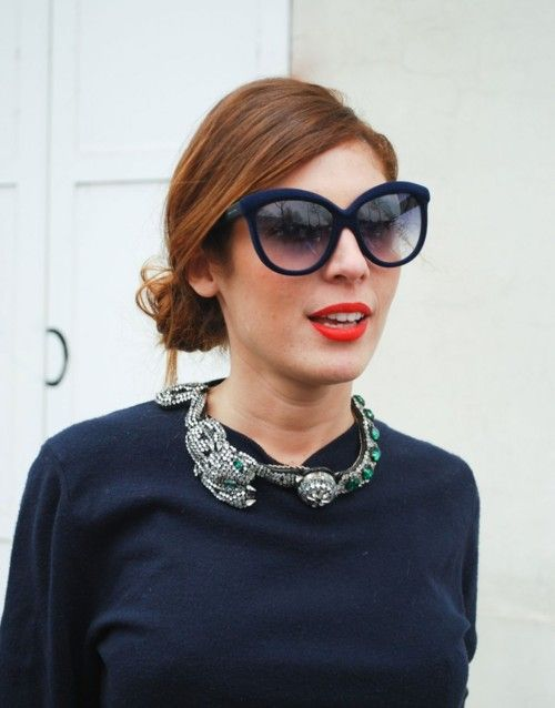 big flashy necklace. big shades. red lips!