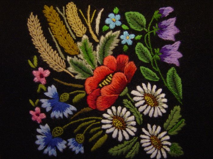 Heli Raidla - Estonian hand embroidery