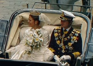 On June 19, 1976, His Majesty King Carl XVI Gustaf of Sweden and Miss Silvia Sommerlath married. Carl Gustaf and Silvia leaving Stockholm Cathedral. Silvia wore The Cameo Tiara. (Source: Sveriges Television)