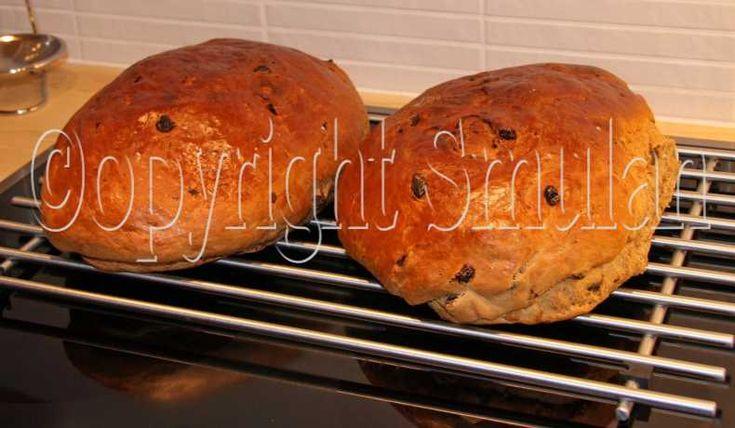 Ett fantastiskt gott vörtbröd som jag varmt rekommenderar. Degen räcker till 2 stora limpor eller 3 normalstora.