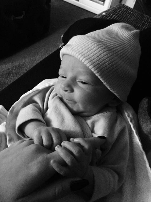 """BABY VD MAAND NOVEMBER Moeder van Gijs: """"Gijs is op vrijdag 14 oktober 2016 geboren. Hij is ingeleid bij een zwangerschapsduur van 38 weken wegens diabetes. Vanaf het begin van de zwangerschap waren er complicaties. We zijn super begeleid door al het personeel in het Maasstad Ziekenhuis! Gijs kwam met een zeer slechte start ter wereld en werd opgenomen op de afd Neonatologie. Iedereen was zo lief voor ons! Zowel tijdens de bevalling als de opname hebben we heel veel liefde & steun…"""