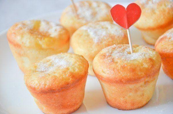 Curd cupcakes with custard cream and peach jam