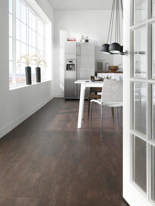 Linoleumvloer Voordeel: het is makkelijk qua onderhoud en het is makkelijk schoon te houden. Nadelen kunnen zijn dat het Duur is en Moeilijk is te plaatsen in natte ruimtes.