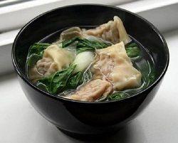 Molti associano la cucina giapponese al sushi e al sashimi, credendo che i giapponesi mangino tutti i giorni pesce crudo...