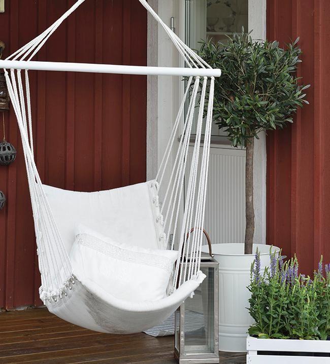 Cadeira de teto  É como uma rede, mas para se sentar! É perfeita para uma boa leitura, trabalhar com o notebook ou tomar um drink. No Balanço da Rede | Casa & Decoração no Westwing