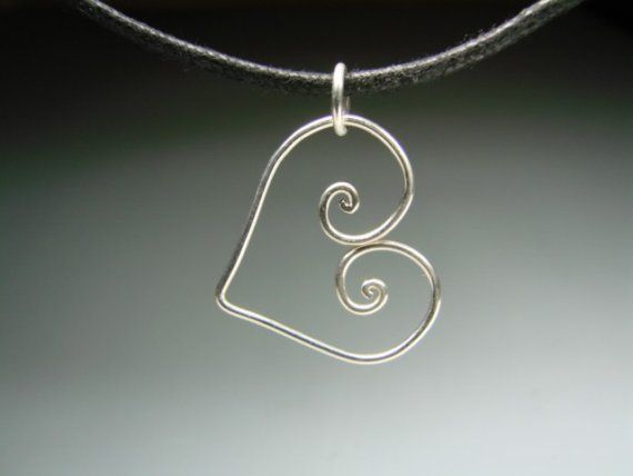 Sweet little heart pendant made of 18 gauge wire