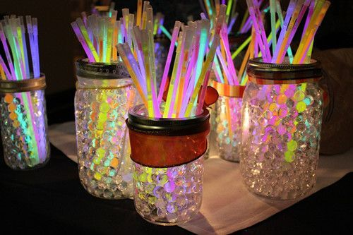 Neon Party Decorations | glow sticks in glittery jars #sweet16 #partydecorations