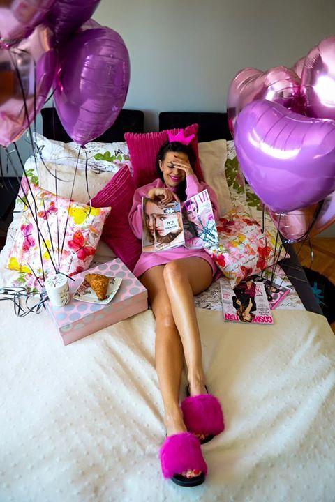Niedzielny poranek👑na różowo. Balony 4 Balony - Balony dekoracyjne KlapkiDonna Moda Shoes BluzaBershka fot.Karina Kriger