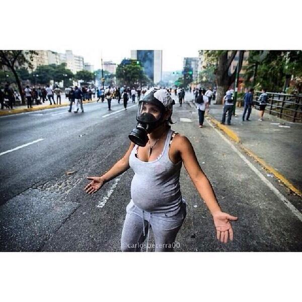 Alguém pode deixar de protestar por medo depois de ver essa imagem?  #VenezuelaNoSeDoblega pic.twitter.com/ozw68wJq98