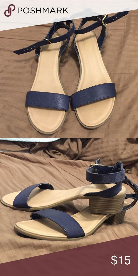 Super easy to walk in! Great for casual dates! Cute girly heels, perfect for going on dates and lengthen those legs just abit! Old Navy Shoes Heels