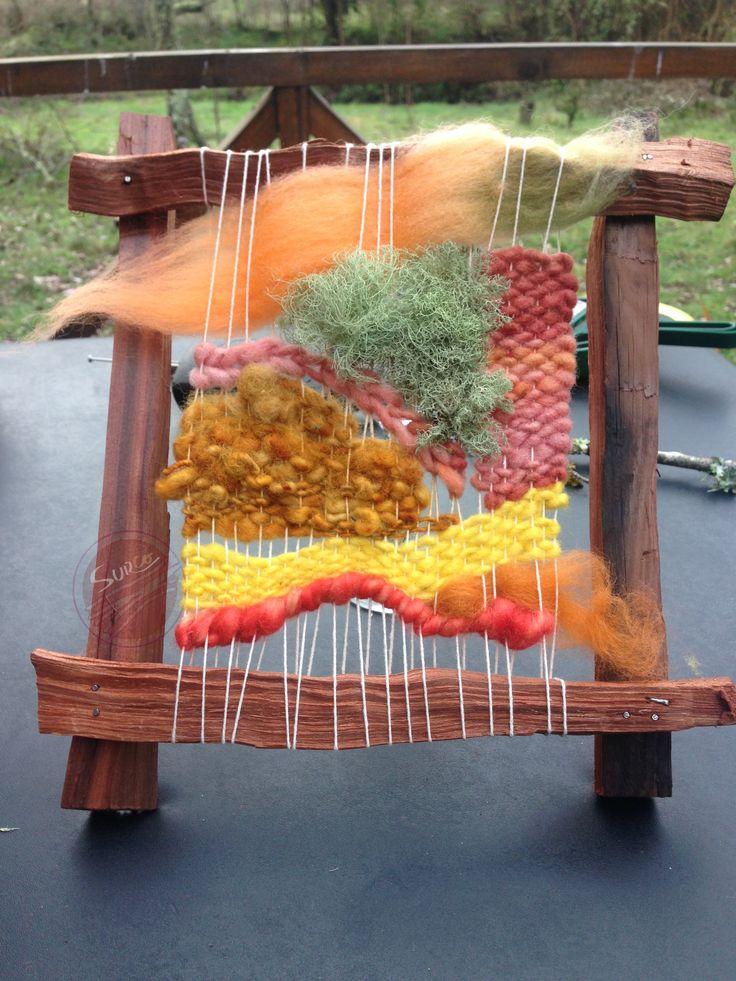 Telar decorativo que combina distintas texturas  a través de fibras vegetales y de distintos hilados de lana natural