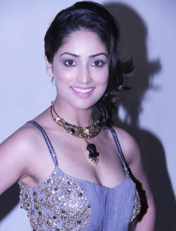 The gorgeous Bollywood actress Yami Gautam has taken up kathak classes to fine-tune her body language and dancing skills. Reportedly she has taken the classes as she doesn't find herself a confident dancer.