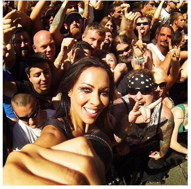 Carla Harvey from the Butcher Babies a girl that rocks!