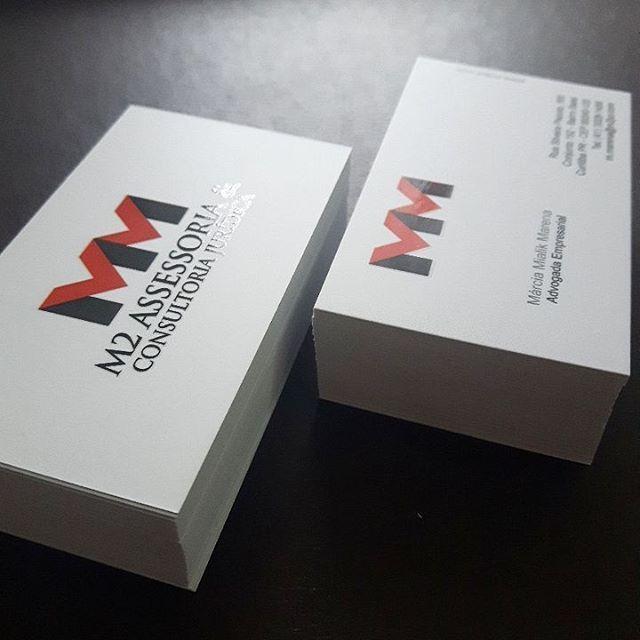 Cartão de visitas com laminação fosca e verniz localizado