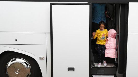 Flüchtlingsbürgschaften: Bürgen werden gnadenlos zur Kasse gebeten Mein Mitleid mit den Asyl-Bürgen hält sich in Grenzen  - es kommt Schadenfreude auf ob der Gutmenschlichkeit, zu denken, alles dem Steuerzahler aufbürden zu können, was denen gerade so in den Sinn kommt. So fängt Meinungsdiktatur an, dass solche Leute anschaffen und wer nichts damit am Hut hat, muss löhnen, statt für den Erhalt von Schulen, Feuerwehren, Rettungsdienste, Polizei und ÖPNV aufzukommen. Und wer der jetzigen…