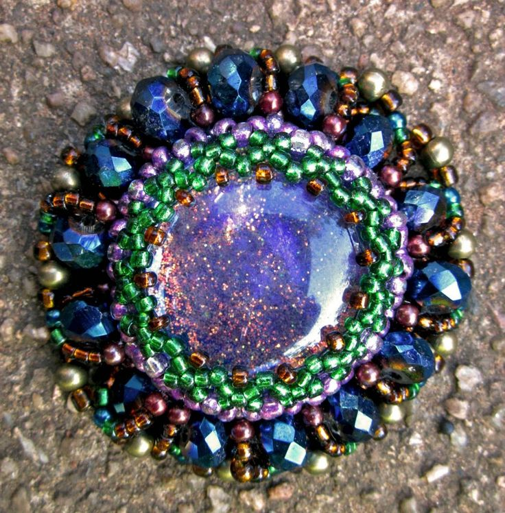 beaded brooch made by Janet Kisch