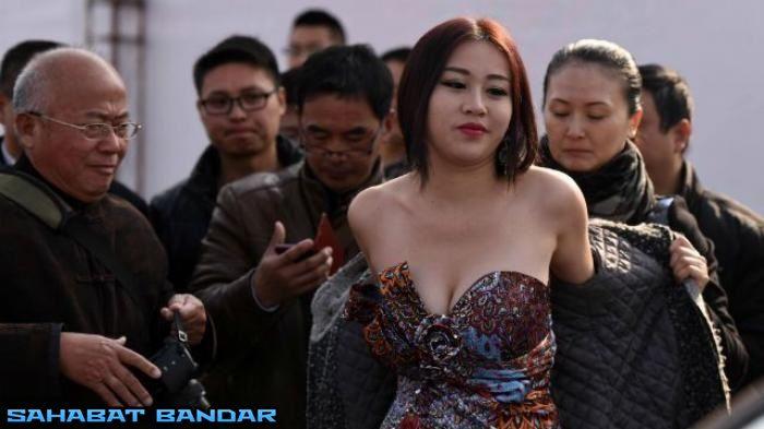 Jakarta - Jiang Qing, seorang wanita asal Nanjing, China