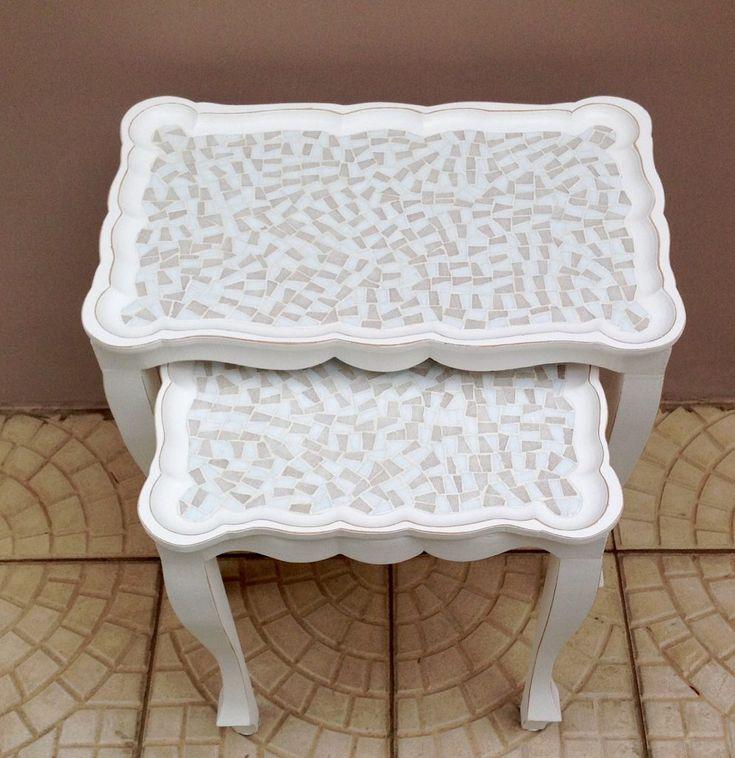 Mosaico clean que fiz em mesas de MDF. Ficaram lindas e chiques!