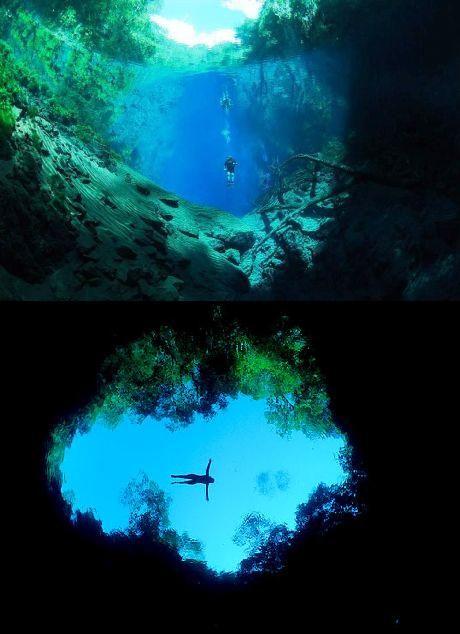 Lagoa Misteriosa. Uma lagoa de águas azuis que impressiona por sua incrível transparência e profundidade. Situada em Jardim, cidade próxima à Bonito, no Mato Grosso do Sul, a Lagoa Misteriosa fica no fundo de uma dolina, um tipo de formação geológica similar a um buraco com 75 metros de profundidade.