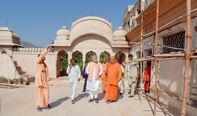 Narendra Modi visits the place where Swami Vivekananda stayed in Khetri, Rajasthan