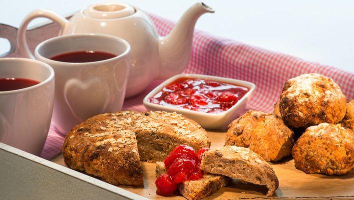 Inviter til teselskap med hjemmebakte scones!