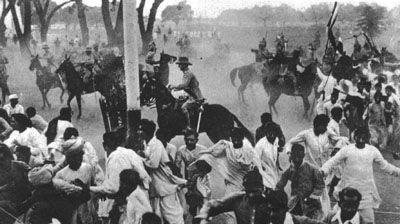 3.4. Masacre de Amritsar (13/04/1919).  https://en.wikipedia.org/wiki/Jallianwala_Bagh_massacre http://lachlan.bluehaze.com.au/churchill/am-text.htm http://www.bbc.com/news/uk-politics-21515360 http://www.dailymail.co.uk/news/article-2281439/Carnage-panic-malice-The-1919-massacre-split-opinion-people-Britain.html https://www.youtube.com/watch?v=fys2Lvv7VEA