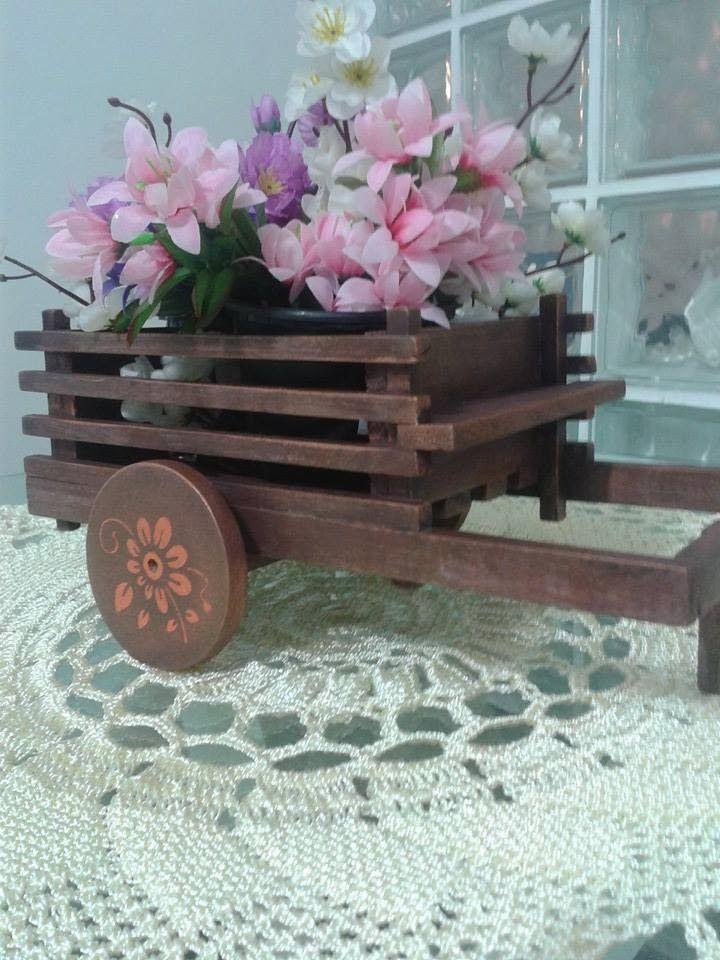 """""""FLOREIRAS & CACHEPOS"""" ARTESANAIS DE MADEIRA : carrocinha floreira em madeira de pinus para mesa - preço R$ 45,00 - (os arranjos não acompanham)"""