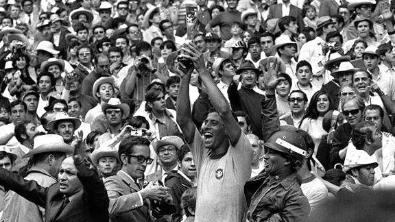 Luis Echeverria es presidente, primer mundial de futbol en MEXICO