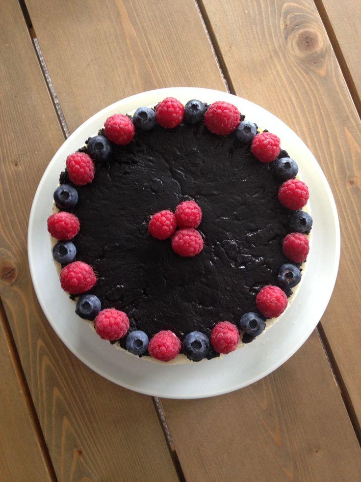 Yoghurtkake med oreo og friske bær!