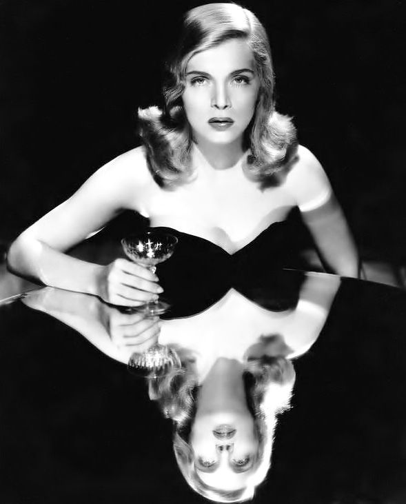 Film noir actress Lizabeth Scott by Bud Fraker, 1940s. Looks like an Hurrell/Richee knock-off to me, maybe that's why I like it