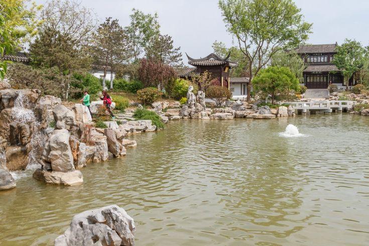 Сад Цзянсу находится на территории Парка-выставки садов Юаньбоюань в Пекине. Он построен в традициях садов Цзяннани и воспроизводит их характерные черты.