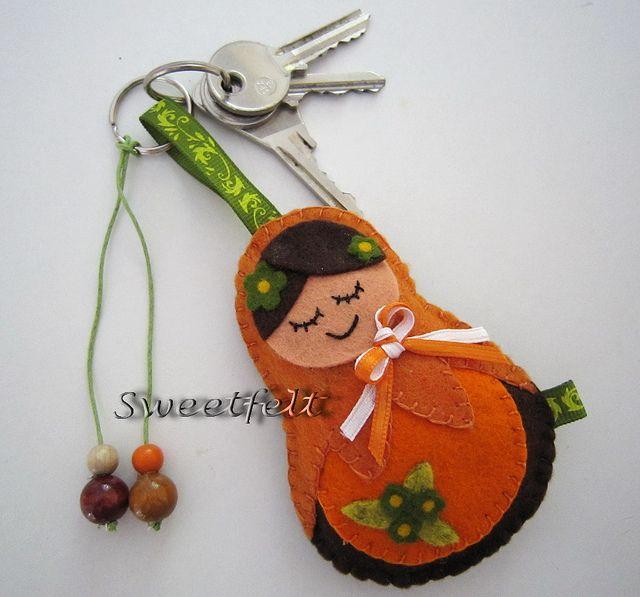 ♥♥♥ Para uma menina que gosta de Matrioskas e porta-chaves grandões !! by sweetfelt \ ideias em feltro, via Flickr
