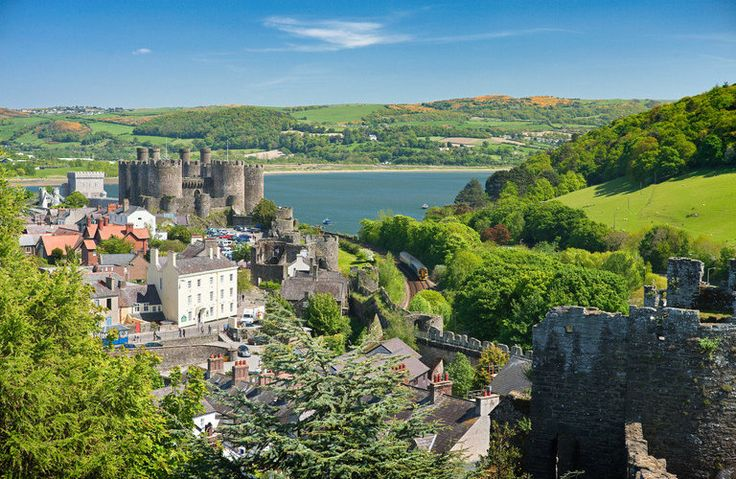 Conwy Castle Conwy, United Kingdom sky mountain outdoor tree Town geographical feature human settlement hill Village vacation tourism aerial photography residential area landscape rural area mountain range flower cityscape château castle stone overlooking hillside