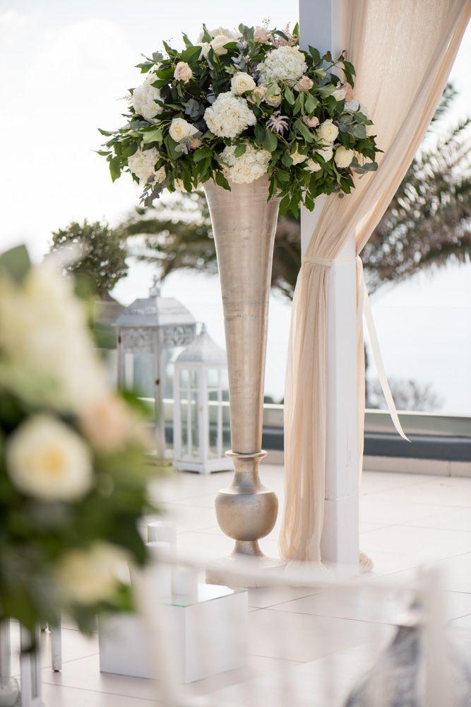 Beautiful bouquet from the most elegant Santorini wedding! See more: https://goo.gl/z6Ugxq #phosart #bridalbouquet