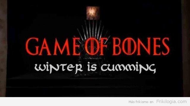'Game of Bones', la parodia porno de 'Juego de Tronos' - http://frikilogia.com/game-bones-la-parodia-porno-de-juego-de-tronos/ Presentando el trono de pollas de hierro sobre el que se sentará el Rey Joffrey, la parodia porno de 'Juego de Tronos' comenzará a emitirse vía web a partir del 25 de este mes, con las versiones de eróticas de personajes como Khaleesi, Varys, Tyrion Lannister o Jorah Mormont. En caso ...